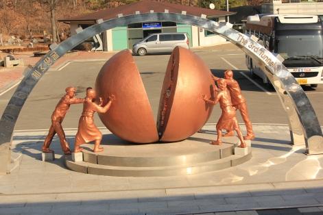 ประติมากรรมการรวมชาติเกาหลี
